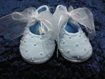 Baby shoes with pearls, blue