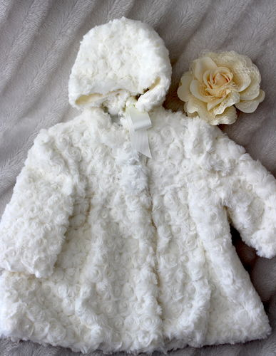Wonderful coat, fluffy, size 2 - 3 M / 57 - 62 cm